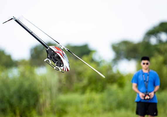 RF 400mm F2.8L IS USM挑戰「搖控直升機」拍攝